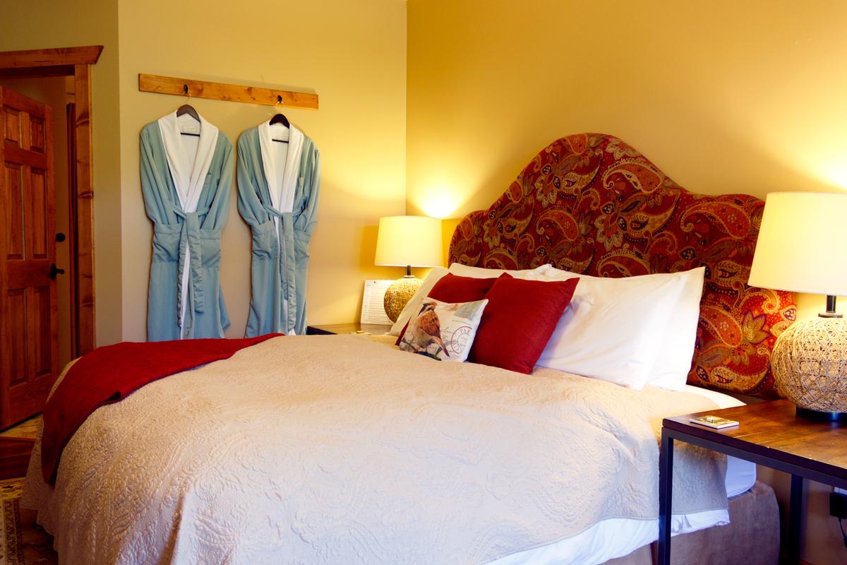 Birds Nest Suite King Bed & Bath Robes | The Prairie Creek Inn