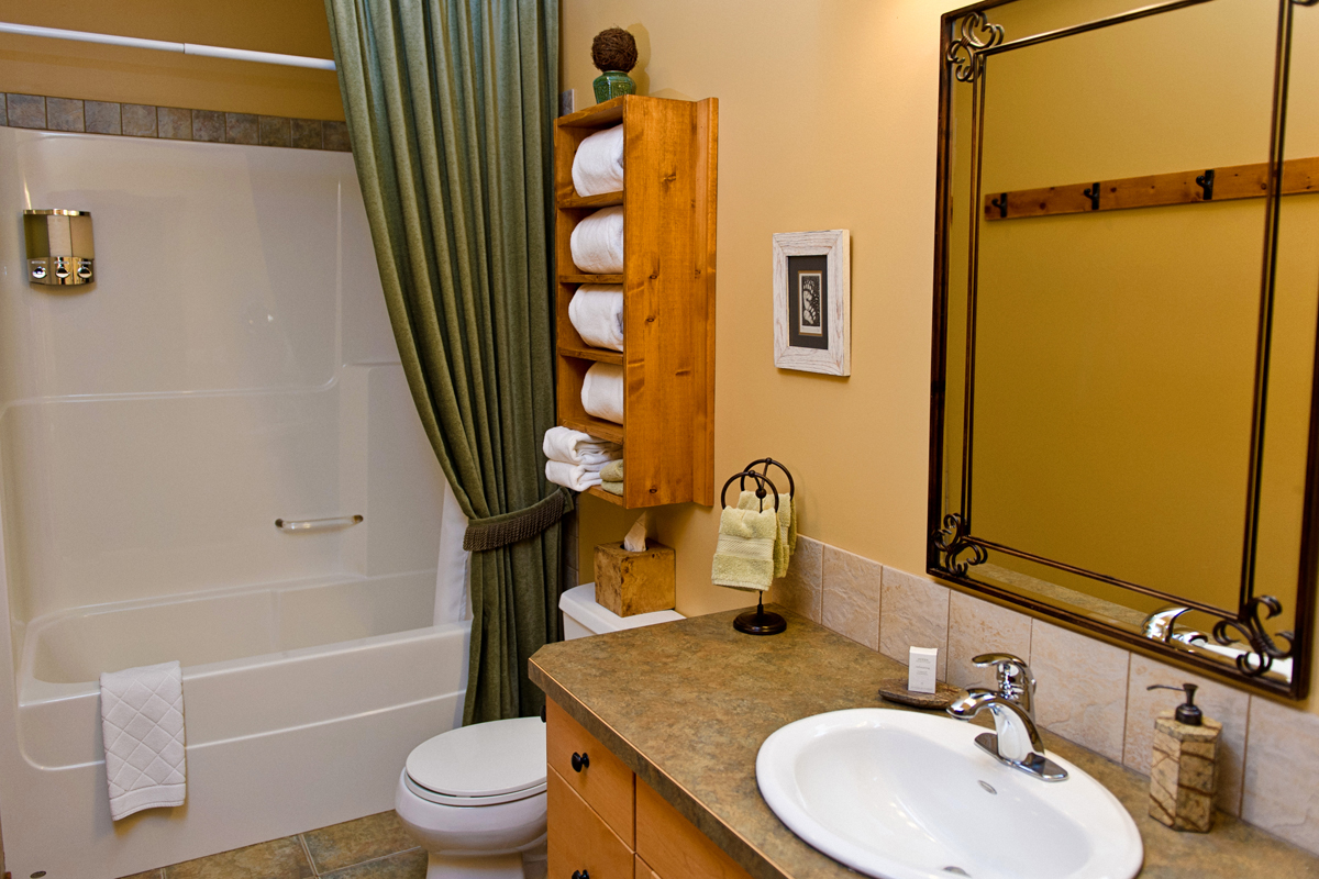 Loft Suite Bathroom | The Prairie Creek Inn