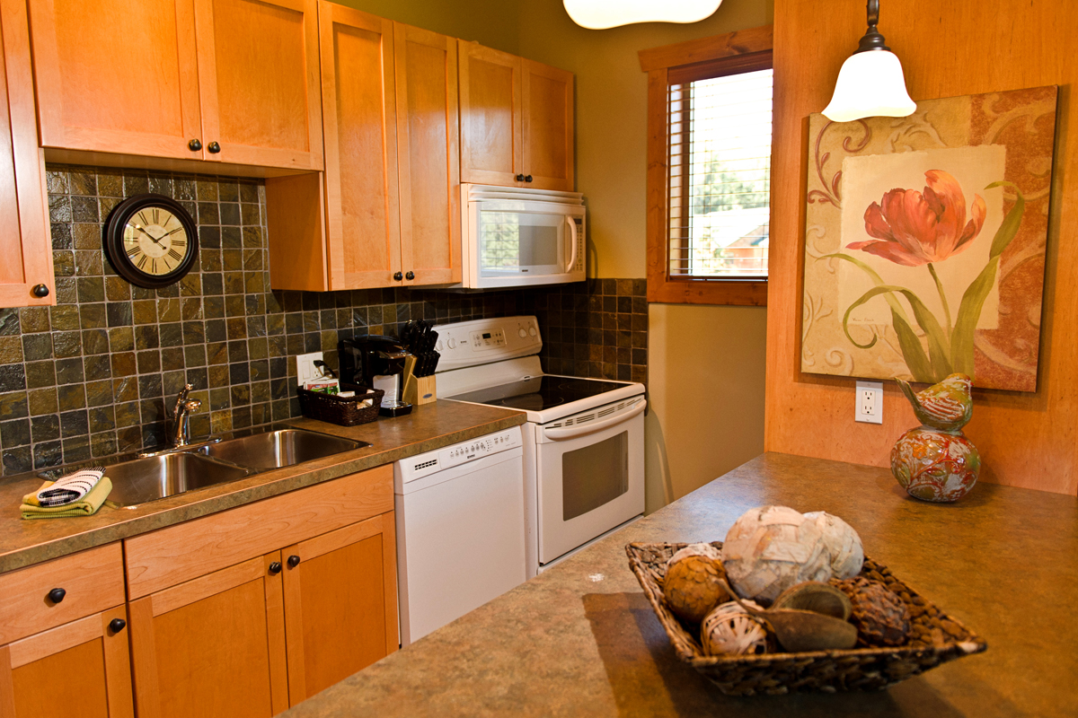 Loft Suite Kitchen | The Prairie Creek Inn