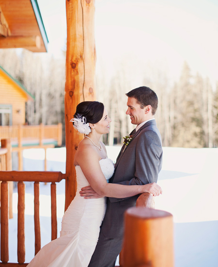 Wedding Couple Winter at The Prairie Creek Inn by Hazy Blur Creative