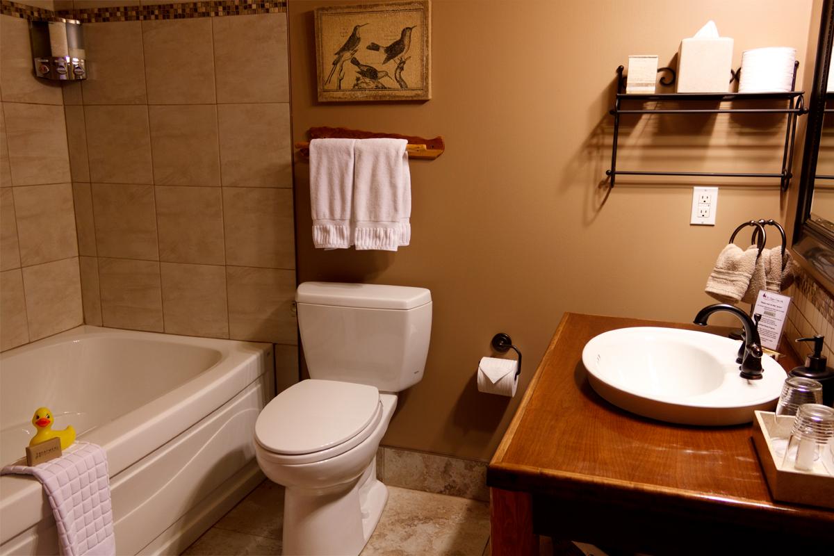 Birds Nest Bathroom | The Prairie Creek Inn