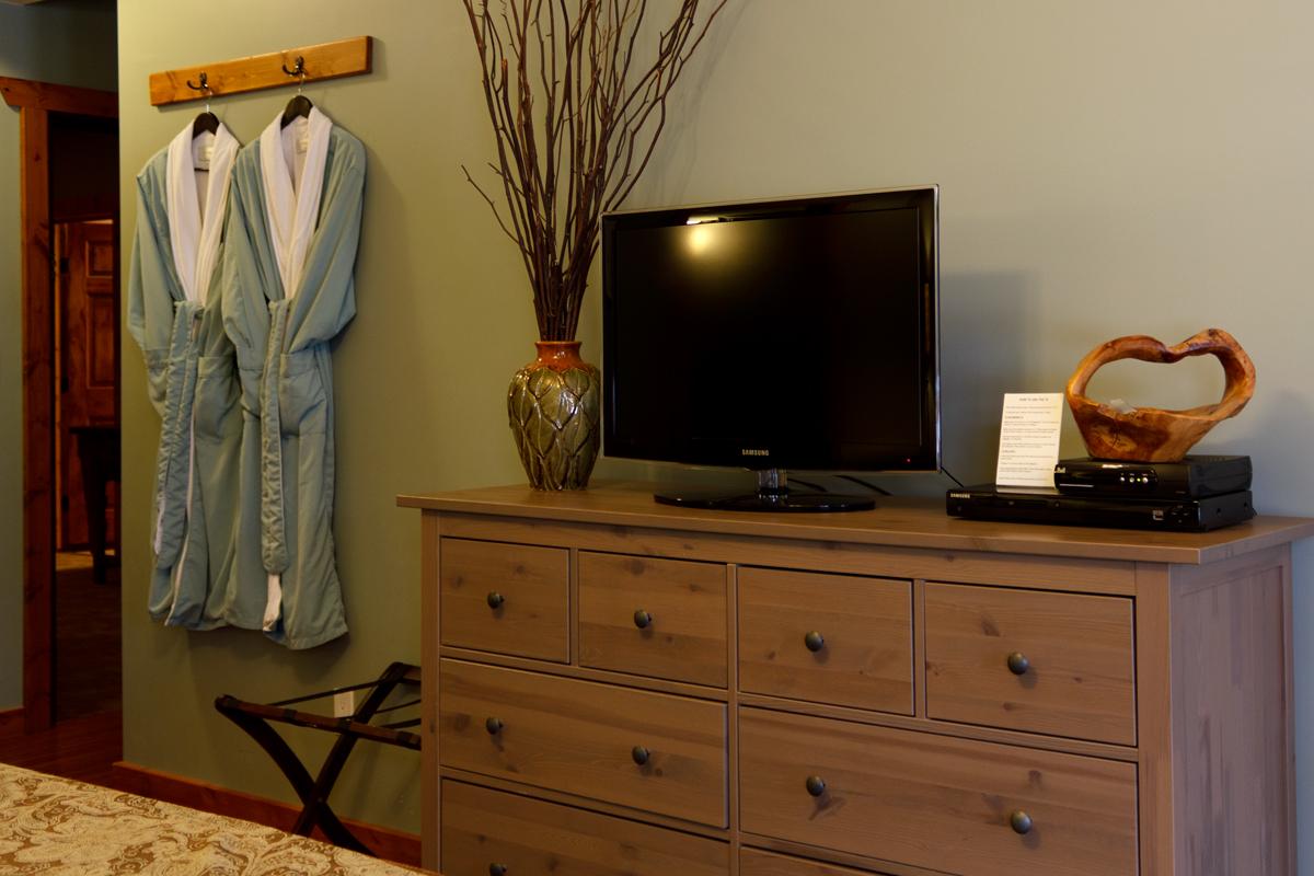 Brown Trout TV Bathrobes | The Prairie Creek Inn
