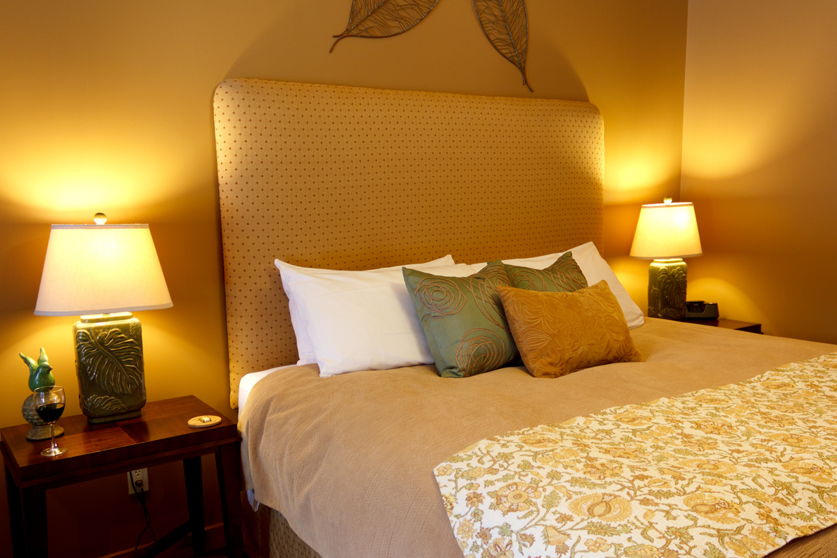 Golden Meadows King Bed | The Prairie Creek Inn