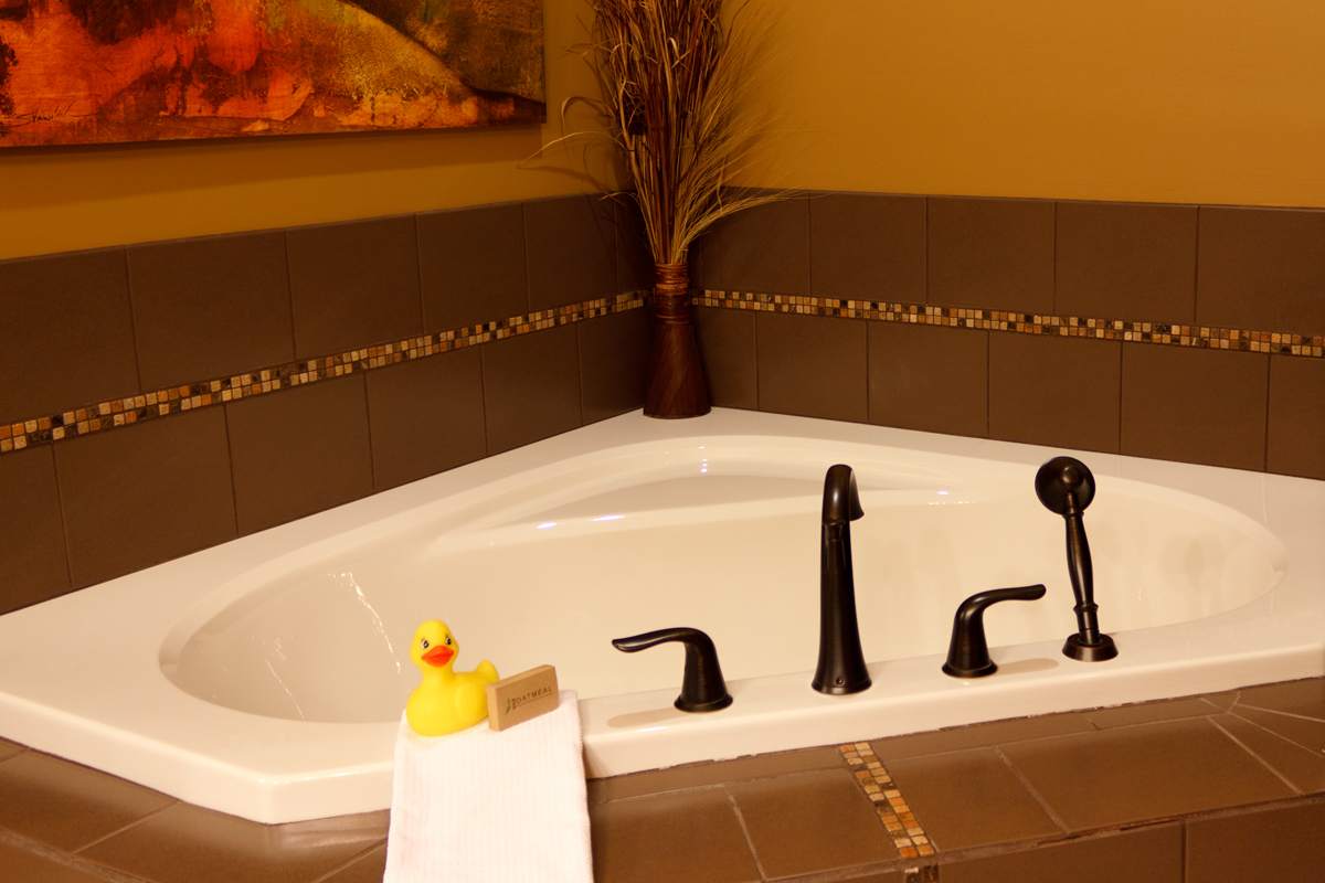 Golden Meadows Double Soaker Tub | The Prairie Creek Inn
