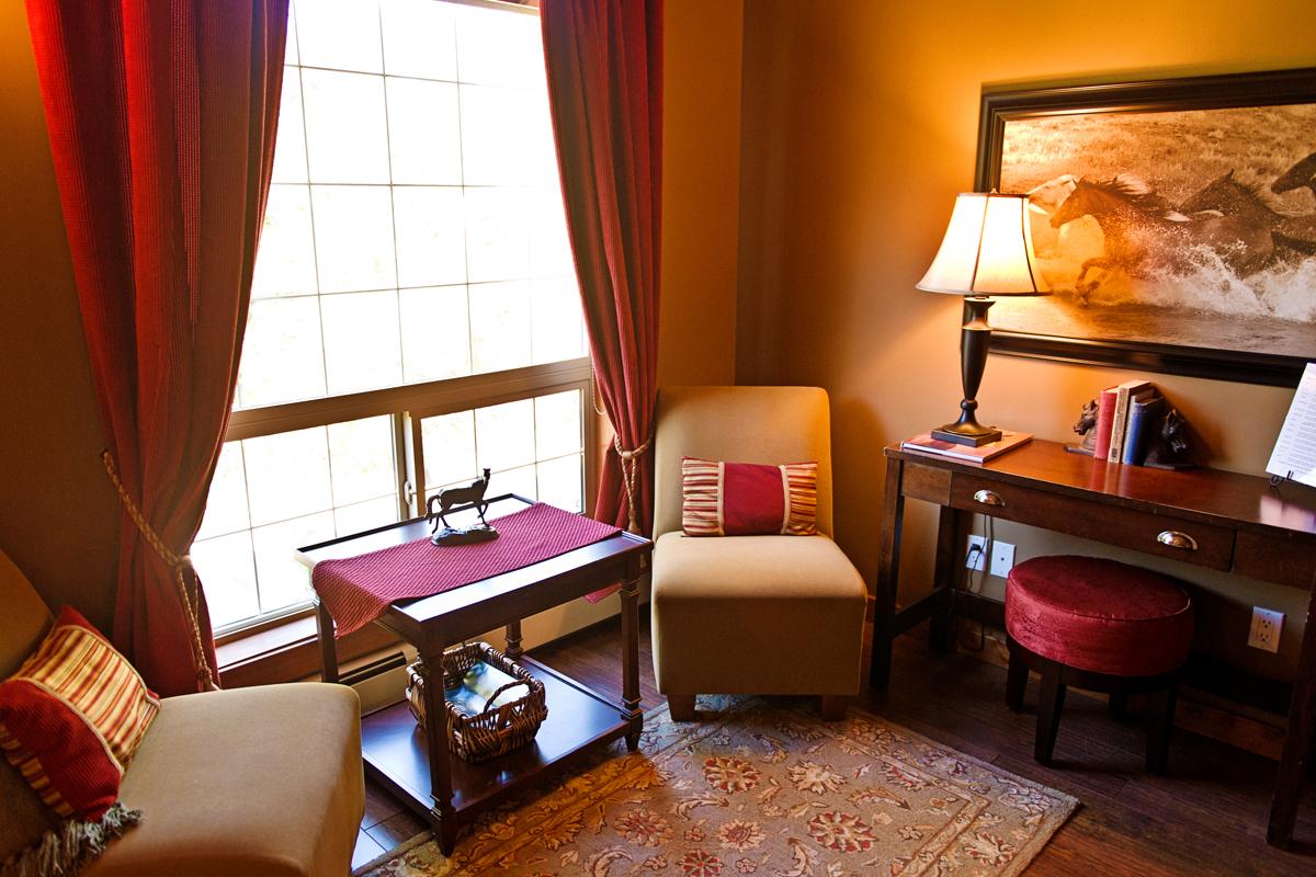 Stables Sitting Area | The Prairie Creek Inn