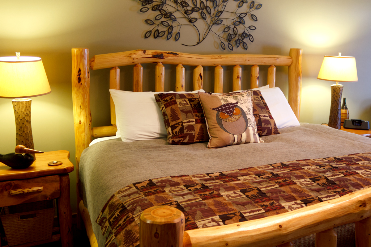 Woodlands Suite Bed | The Prairie Creek Inn