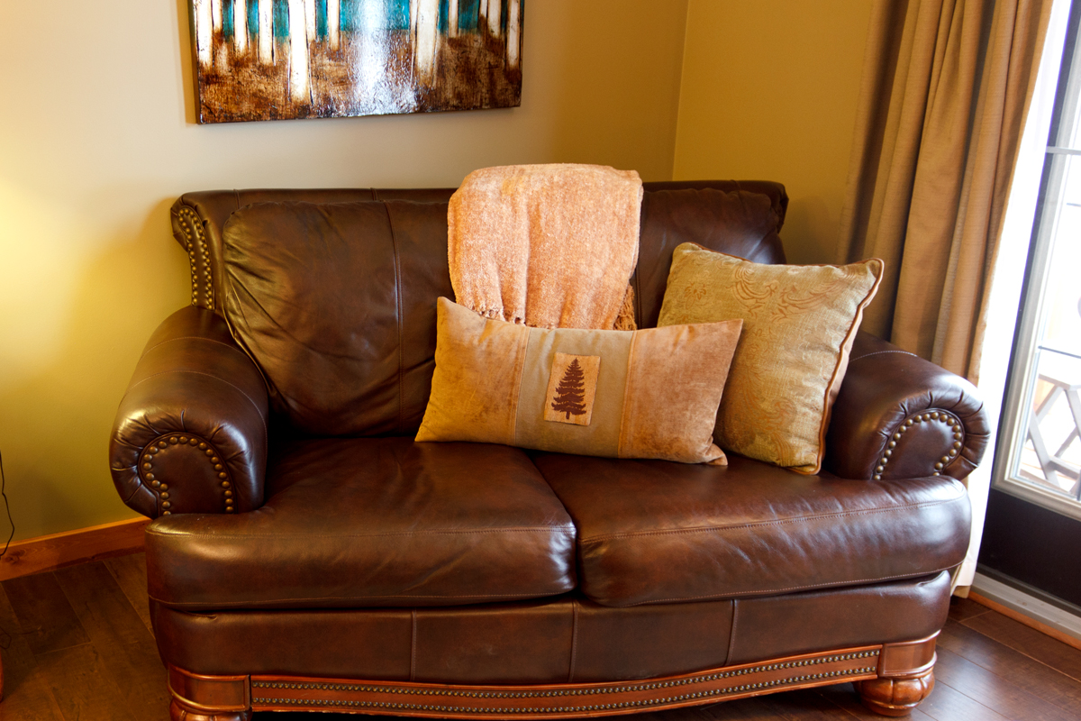 Woodlands Couch | The Prairie Creek Inn