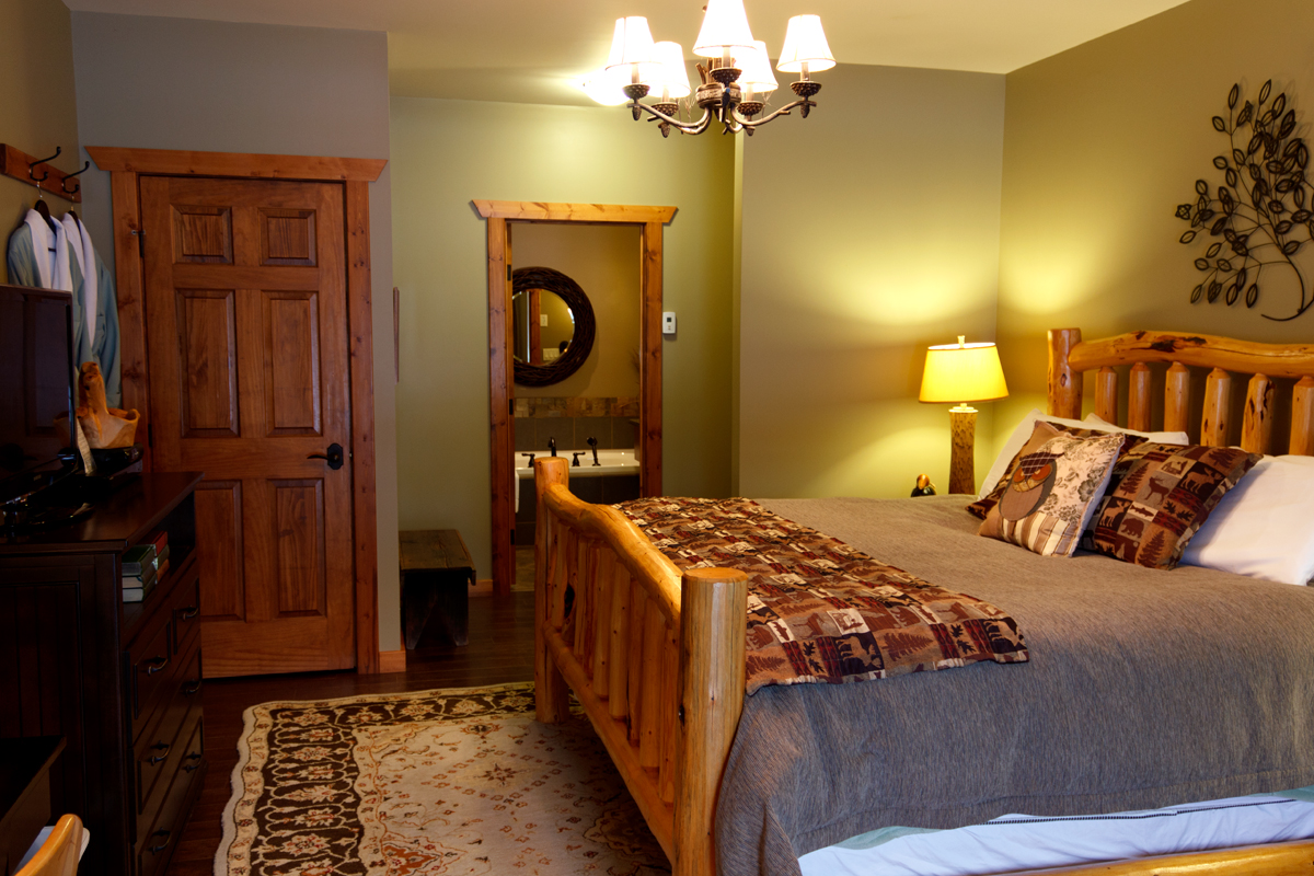 Woodlands Suite | The Prairie Creek Inn