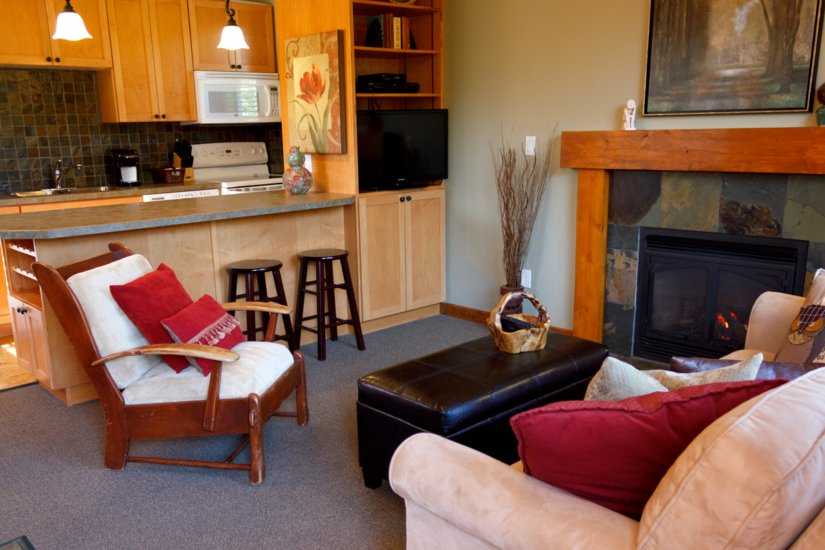 Loft Suite Living Room & Kitchen | The Prairie Creek Inn
